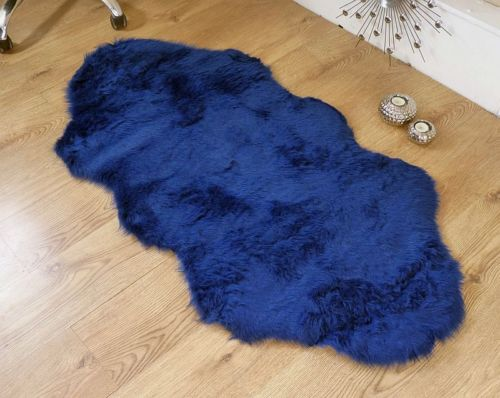 Koberec tmavě modrý